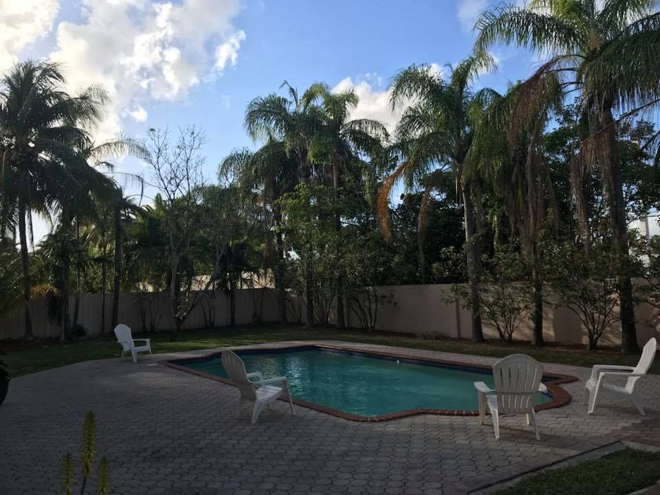 Villa Oasis - Tamiami Informative