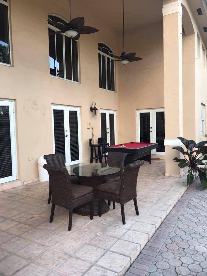 Villa Oasis - Tamiami Facilities