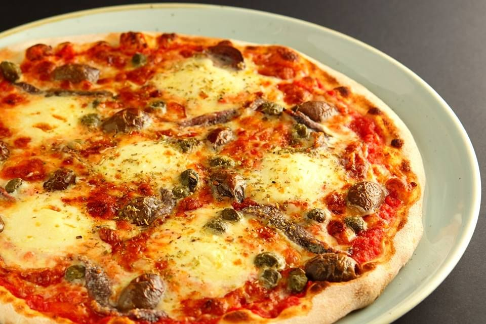 11 Inch Pizza Melbourne CBD - Melbourne Accommodate