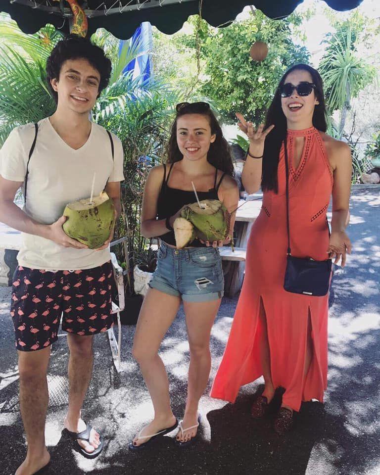 Los Pinarenos, Fruteria - Miami Information
