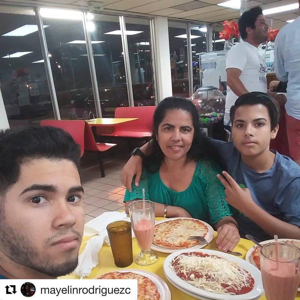 Rey's Pizza Restaurant - Tamiami Contemporary