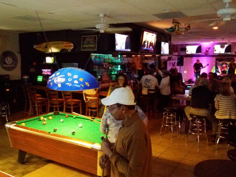 Boonies Restaurant & Lounge Informative