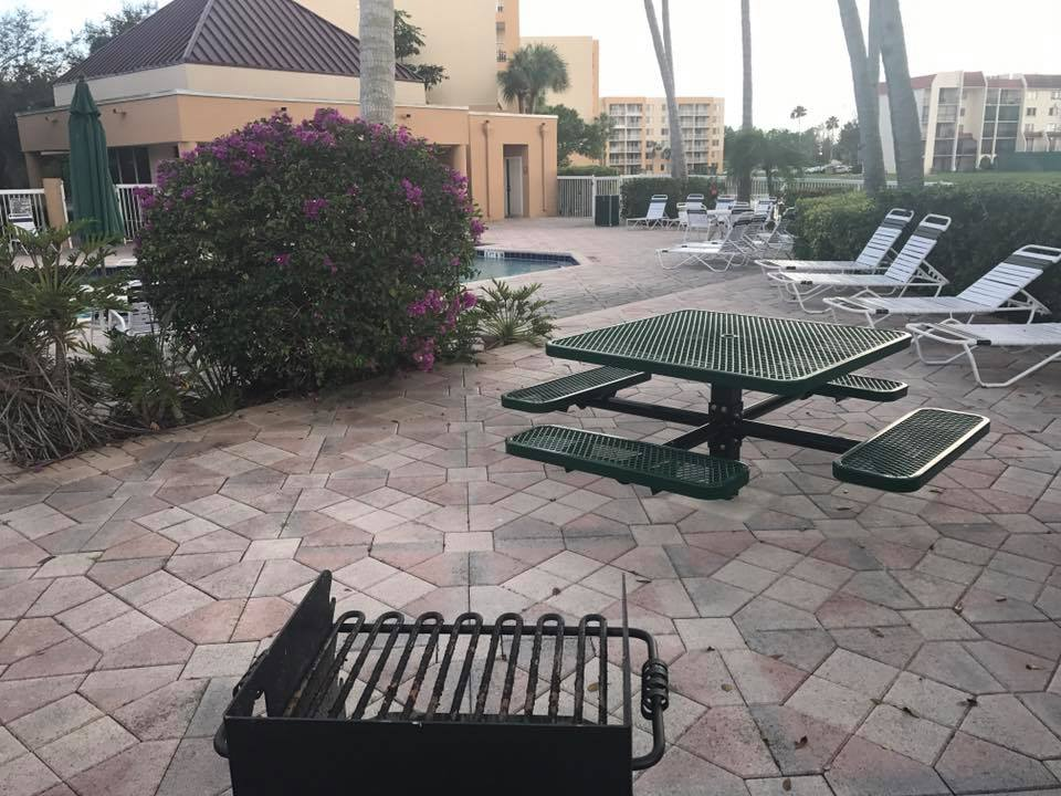 Tennis Towers Apartments - West Palm Beach Comfortably