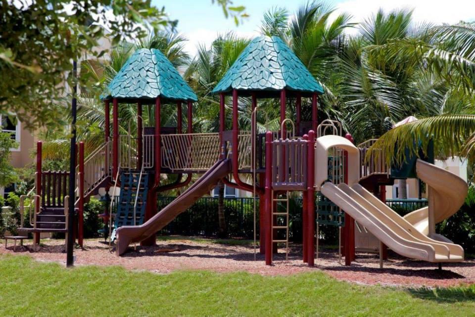 Lake Shore Apartments - West Palm Beach Accommodate