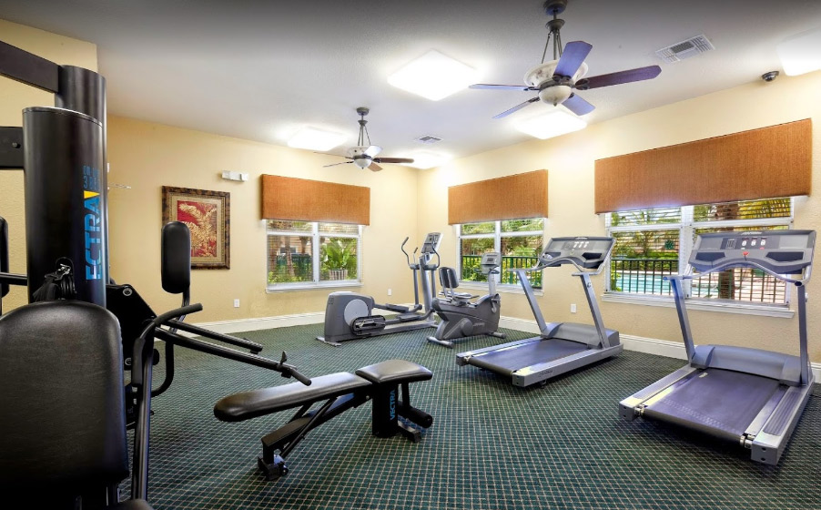 Lake Shore Apartments - West Palm Beach Comfortably