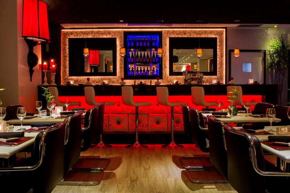 Lola Restaurant & Grill Entertainment