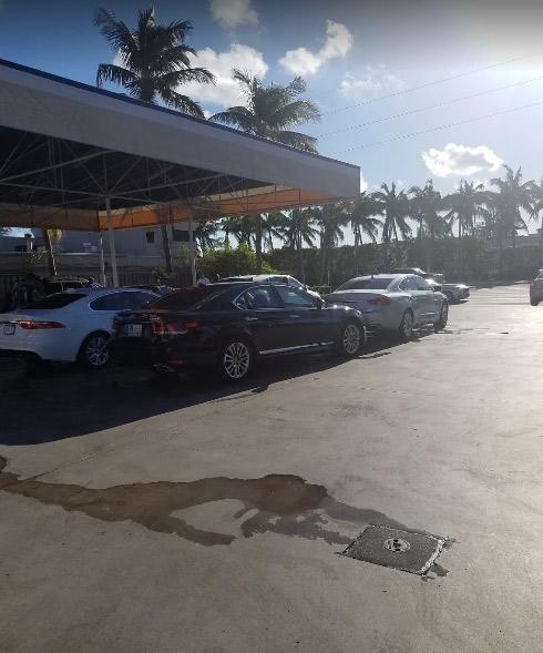 Mobil Gasoline Aventura - Aventura Cleanliness