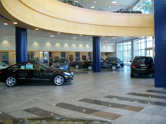 Mercedes - Benz of North Palm Beach Contemporary