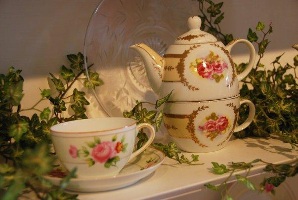 Teapots & Treasures Cafe & Curiosities - Acton Massachusetts