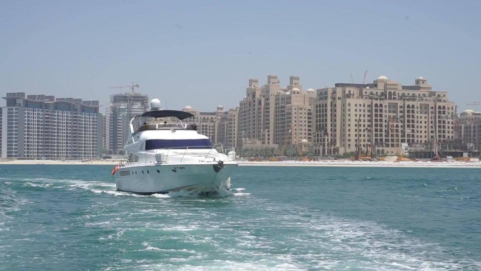 Cozmo Yachts Accommodate