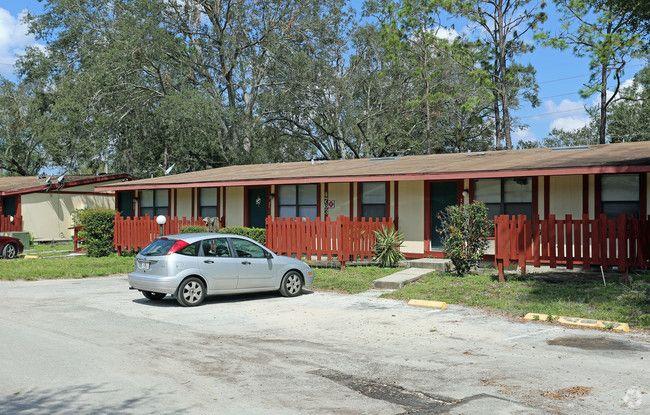 Pineview Apartments - Orlando Establishment