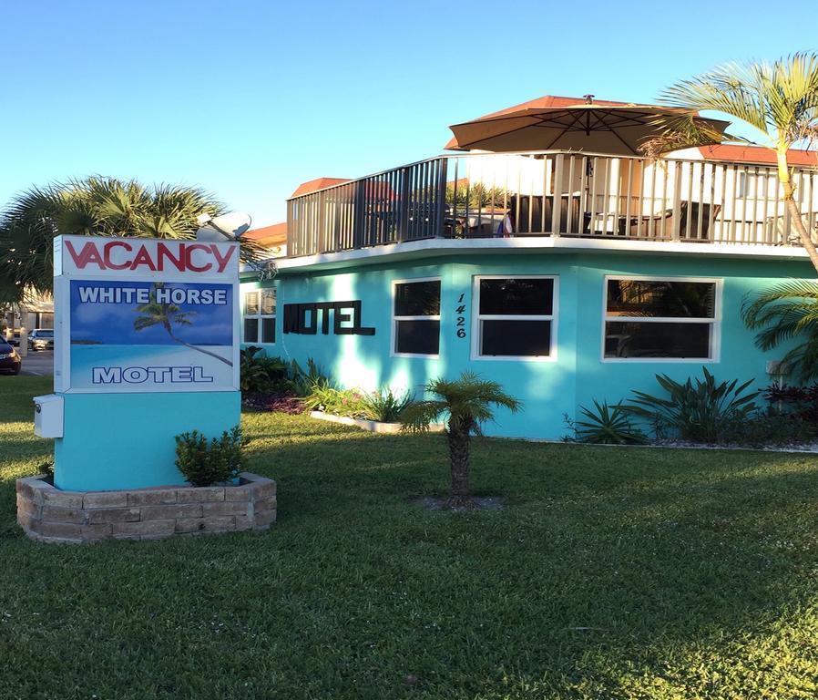 White Horse Motel - Lake Worth Establishment